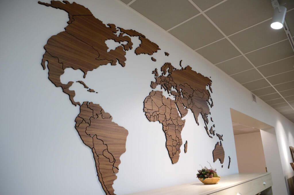 Карта над столиком
